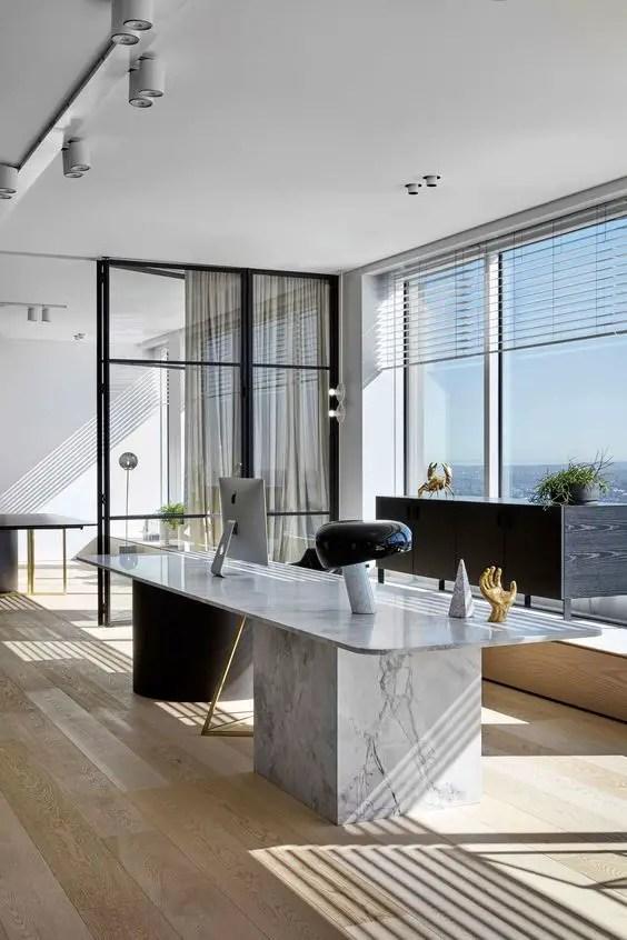 Un bureau minimaliste en marbre et verre