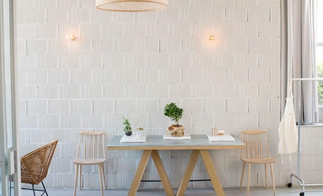 Table en béton ciré et pieds en bois