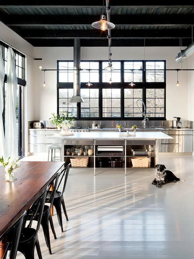 fenêtre style verrière dans une cuisine