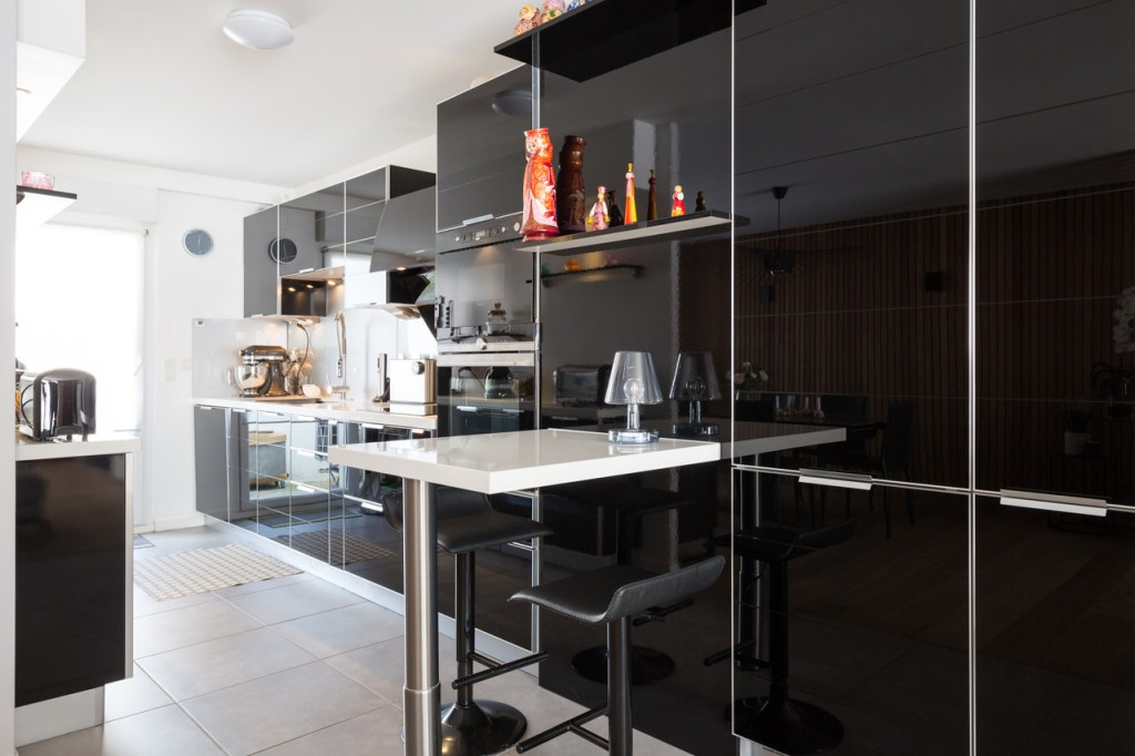Meubles de rangement de cuisine en verre laqué