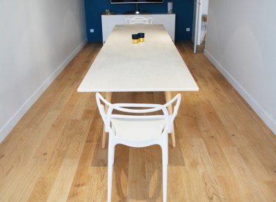 Table de réunion scandinave en Dekton