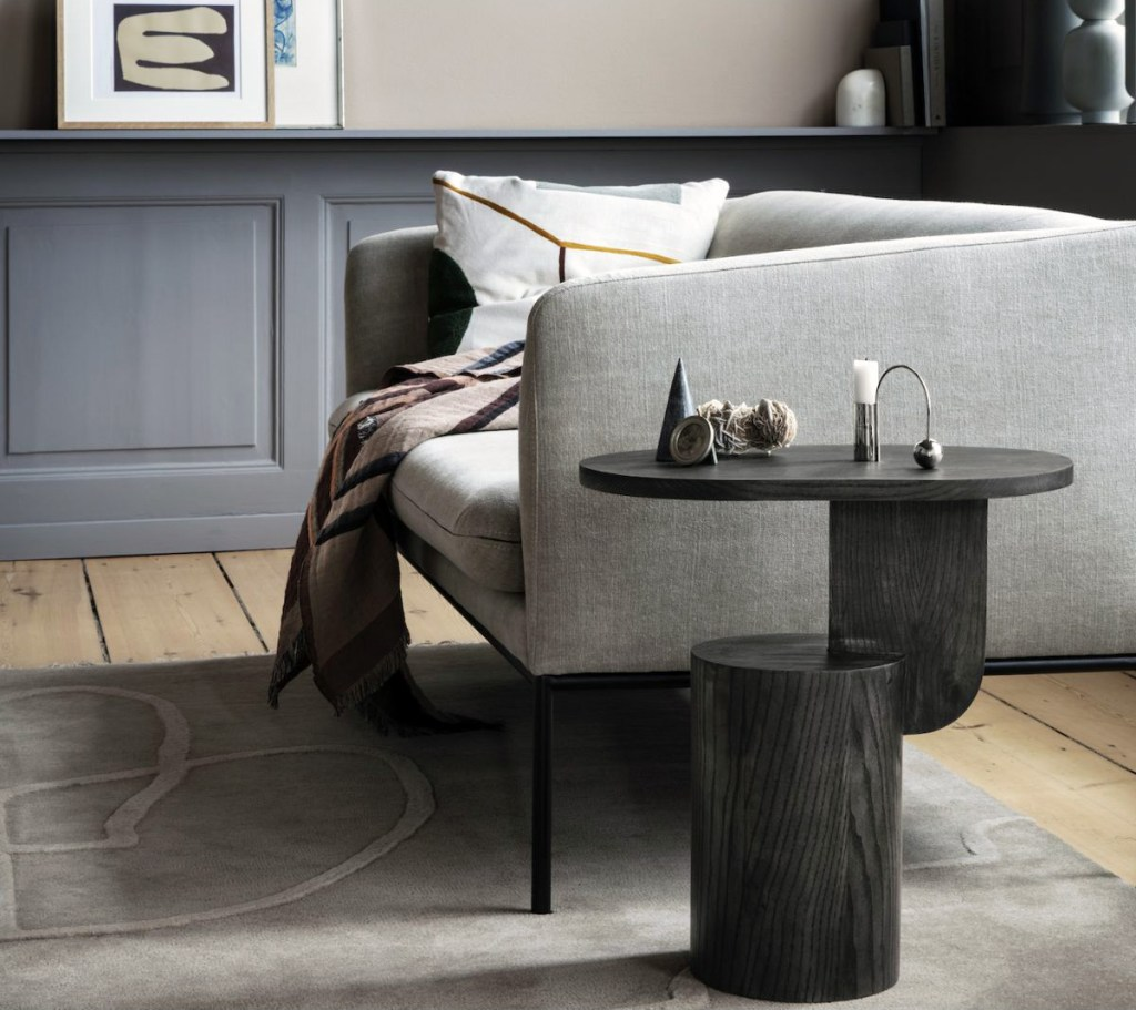 table basse design en bout de canapé