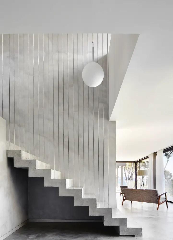 escalier en béton droit