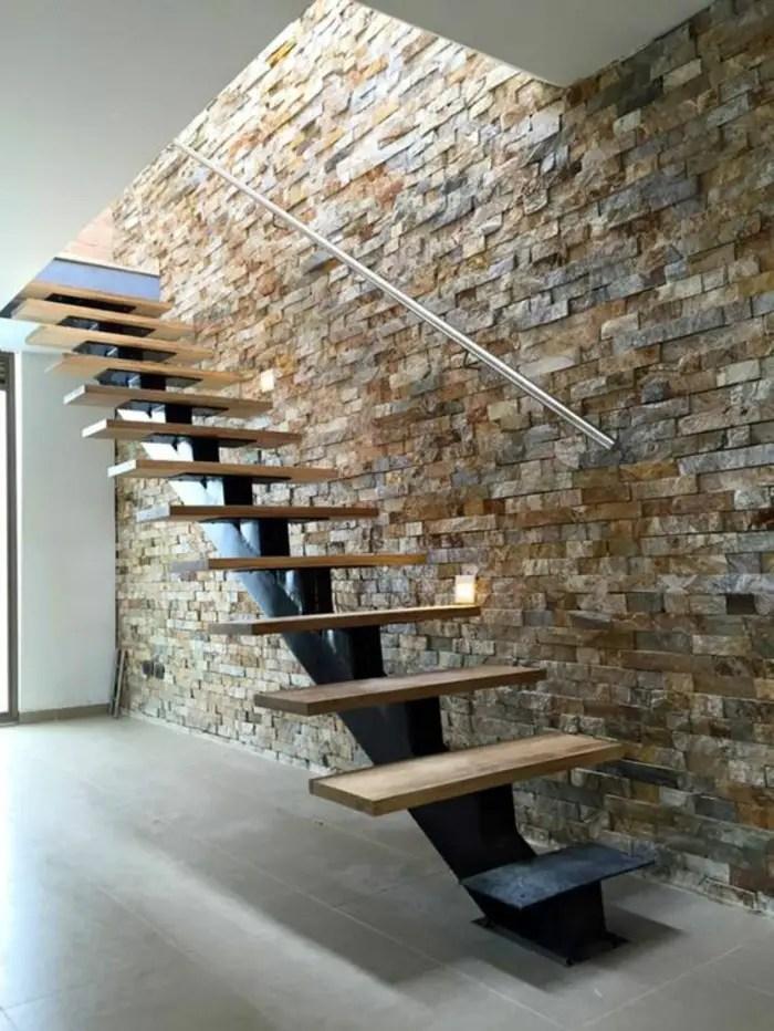 Escalier avec limon central metal et bois