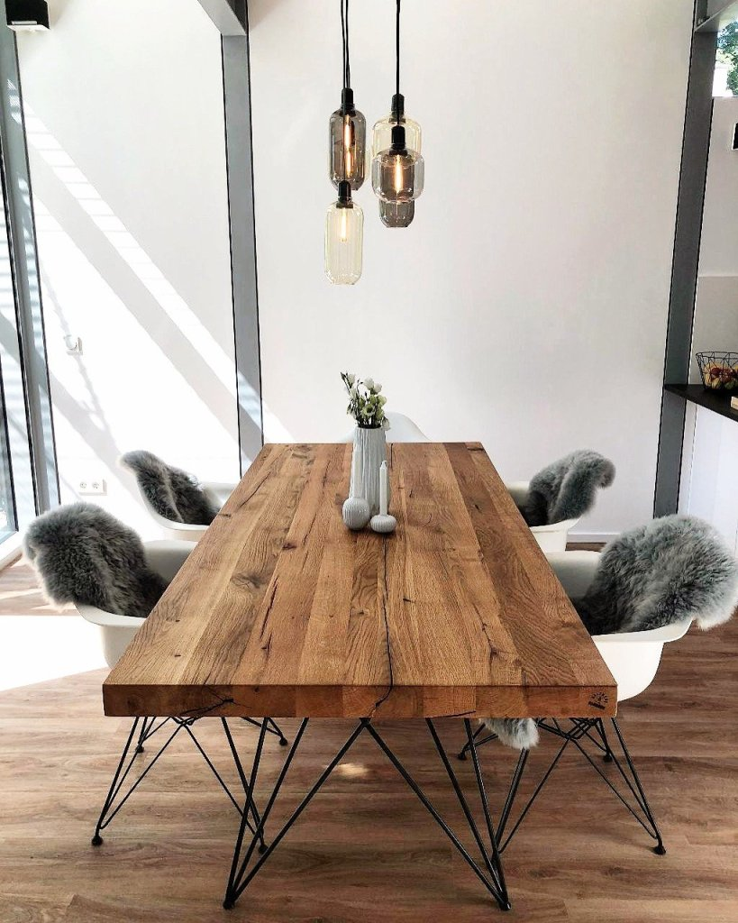 Une salle à manger au style scandinave moderne.