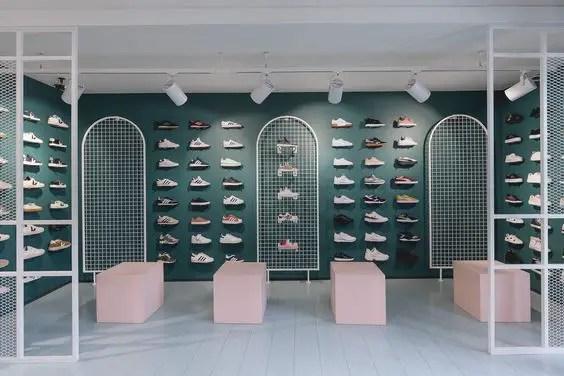 Mur coloré pour optimiser l'espace de votre boutique