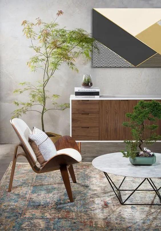 Salon japandi avec plantes vertes
