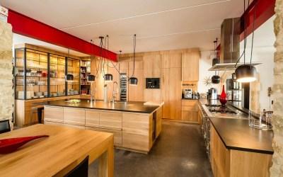 Inspiration : cuisines en bois massif, plus que jamais au goût du jour