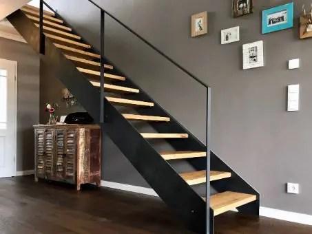 escalier droit en bois et métal