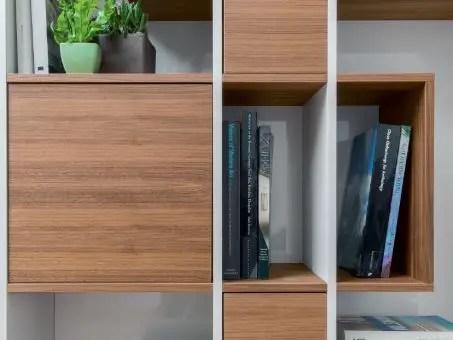 bibliothèque niche en bois et tiroirs
