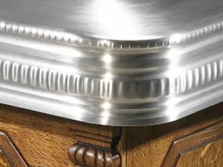 angle de comptoir de bar en zinc et bois