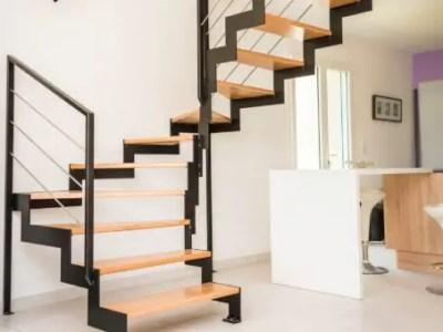 Escalier 2/4 tournant en bois et métal