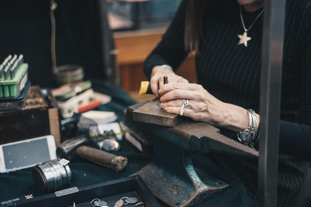 Illustration statut affaire personnelle artisan