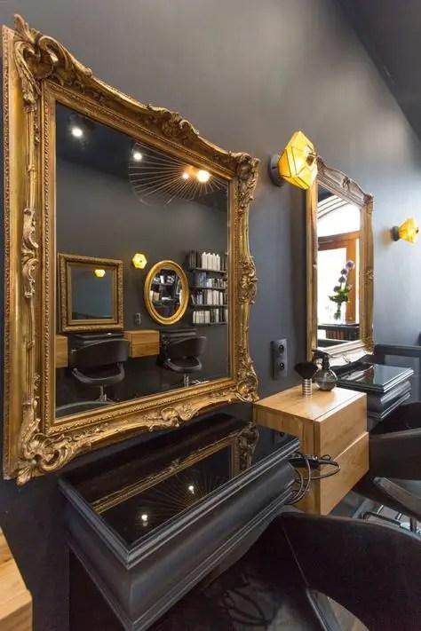 agencement salon de coiffure avec grands miroirs