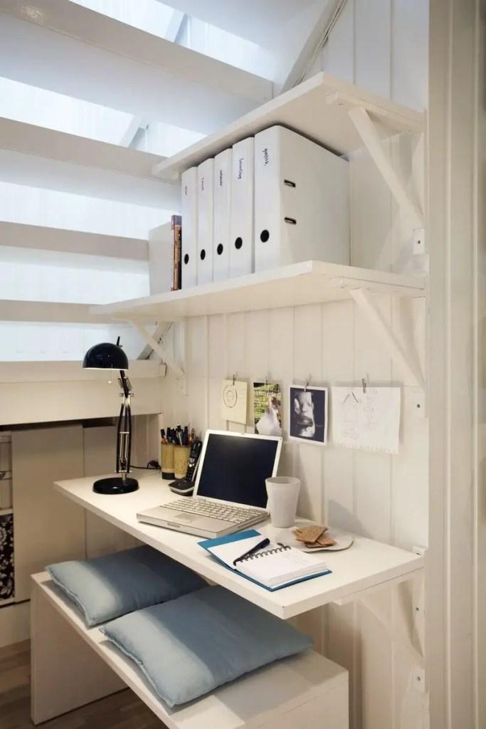 bureau blanc sous escalier