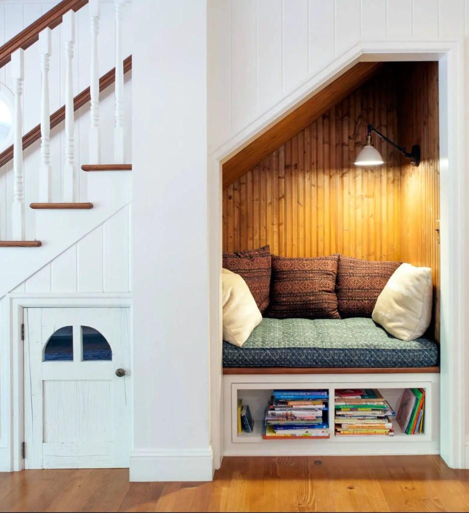 aménagement sous escalier esprit cabane et détente