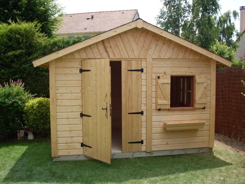 chalet abri de jardin avec porte en bois