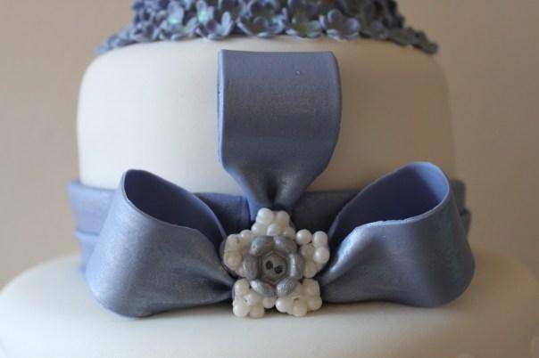 edible cake brooch
