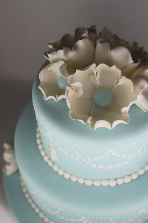 Fantasy Flowers on a Pearl Swag Stencil Cake
