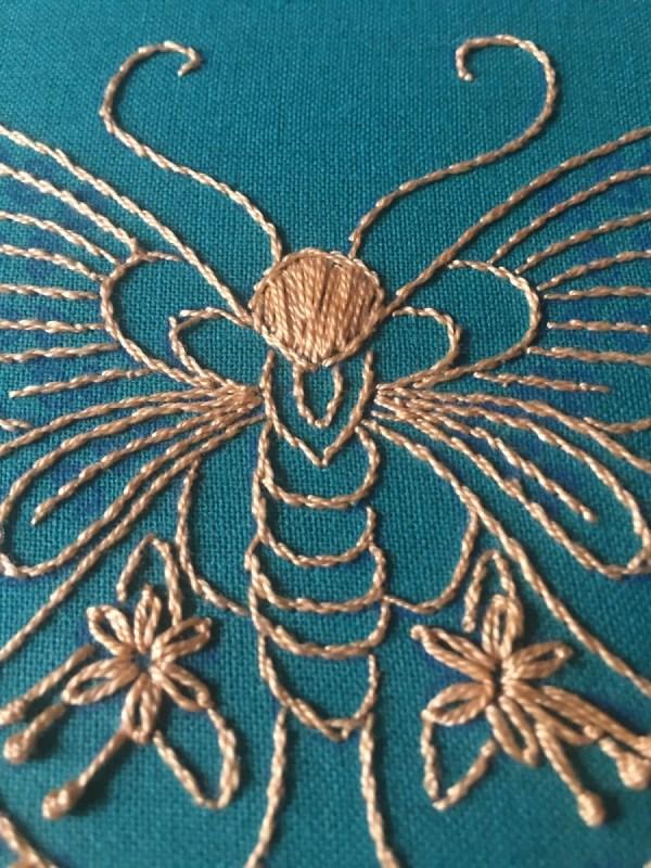 broderie papillon corps et antennes