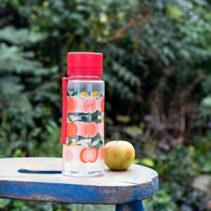 vintage-apple-water-bottle-lifestyle-26202