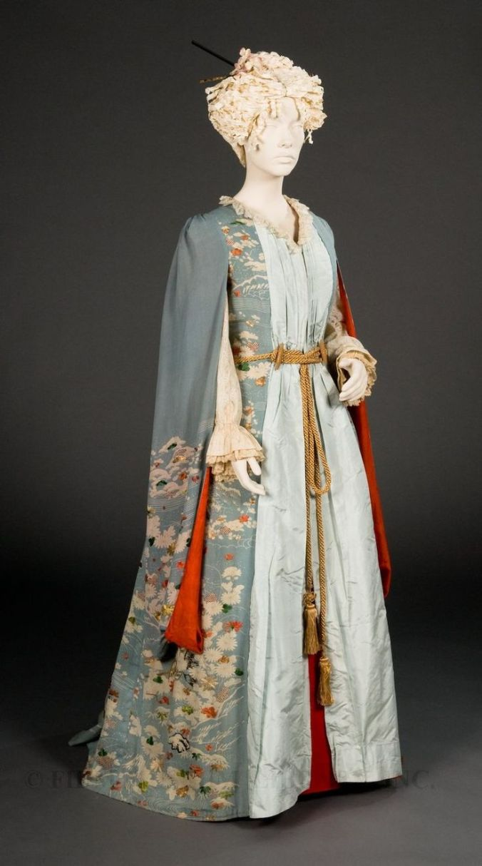 1885 Dressing Gown