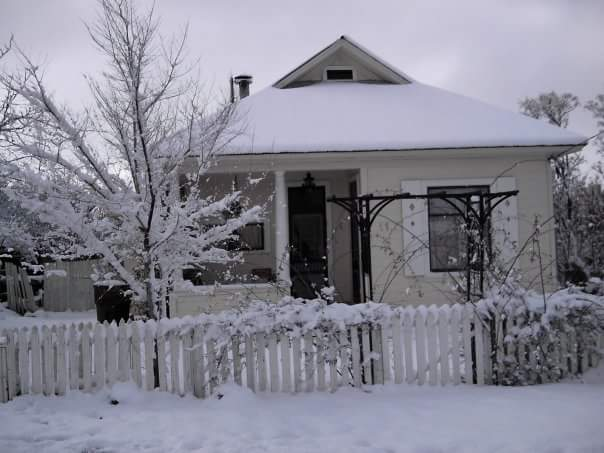 Tombstone House_Snow1