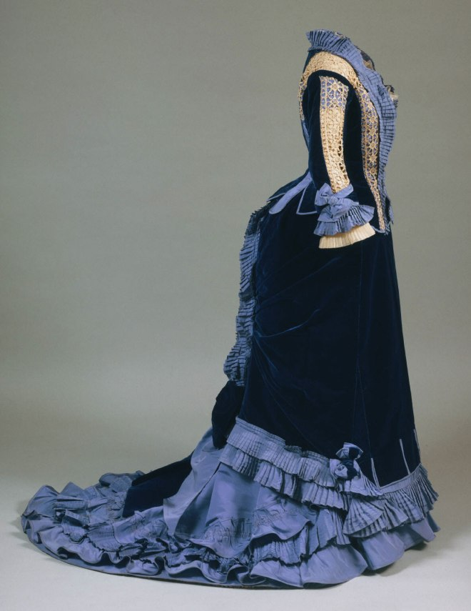 Day Dress, French, 1875; Philadelphia Museum of Art (1976-120-1a--c)