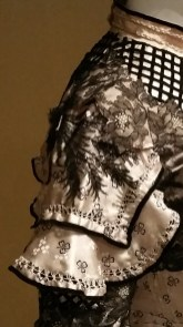 Detail of right shoulder.