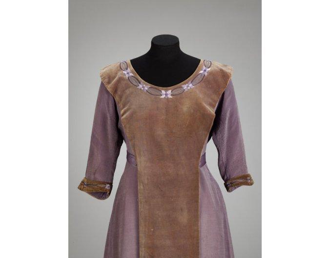 Aesthetic Dress Movement c. 1905