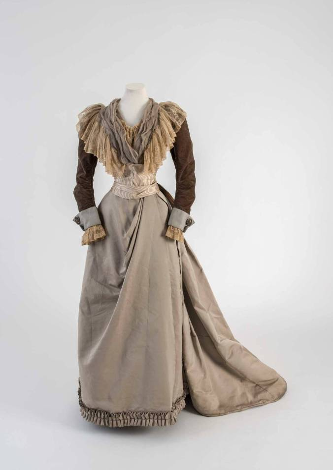 Day Dress c. 1890 Fashion Museum Bath