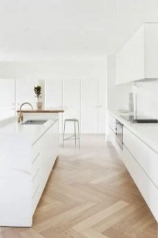 parquet et cuisine blanche