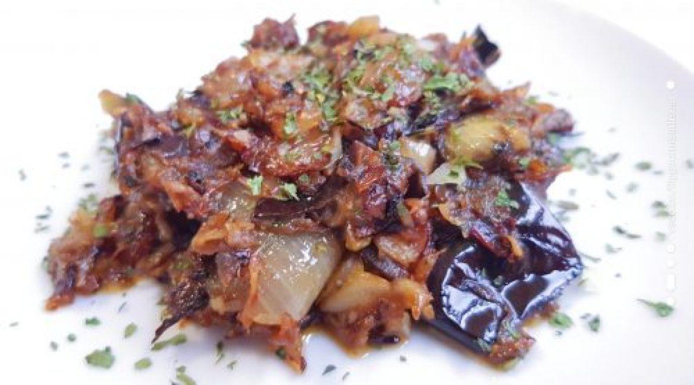 Salade cuite aubergine oignons blanc