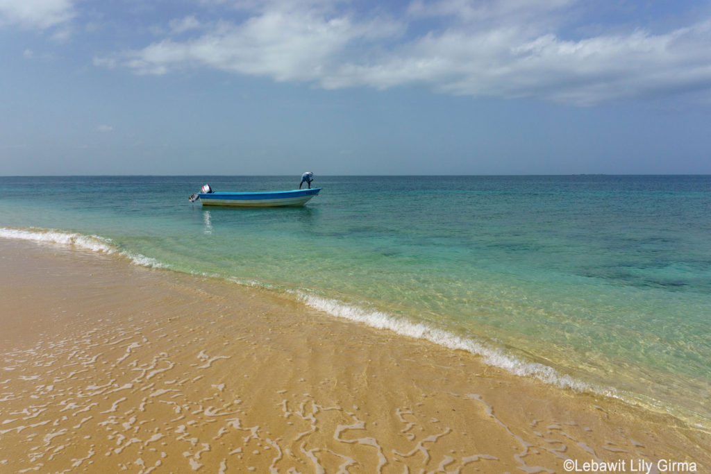 Boat approaching Cayo Montechico, Seven Brother Cayes.