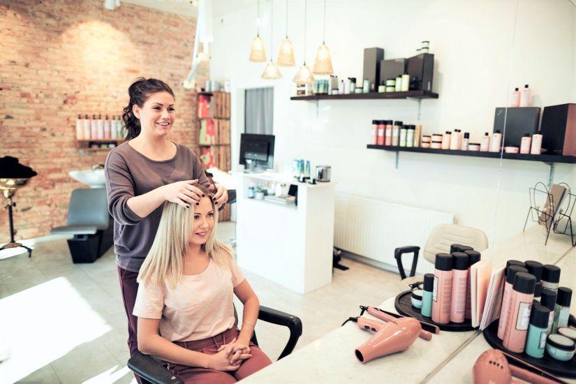 Andare dal parrucchiere? Fa bene alla salute