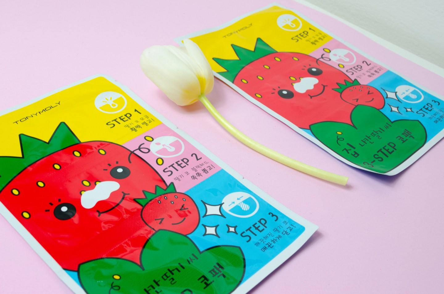 Tony_Moly_Strawberry_Nose_Pack_Lilyscolours