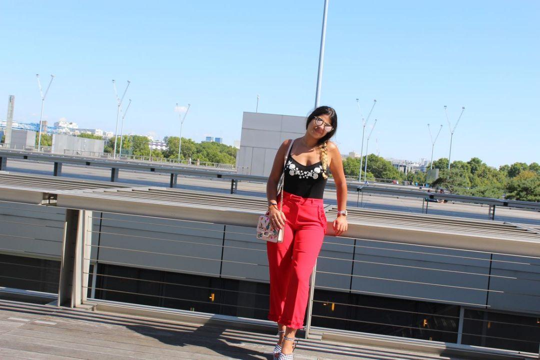 lilytoutsourire comment porter le pantalon rouge à froufrous