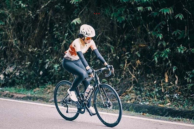 pakaian basikal wanita seksi