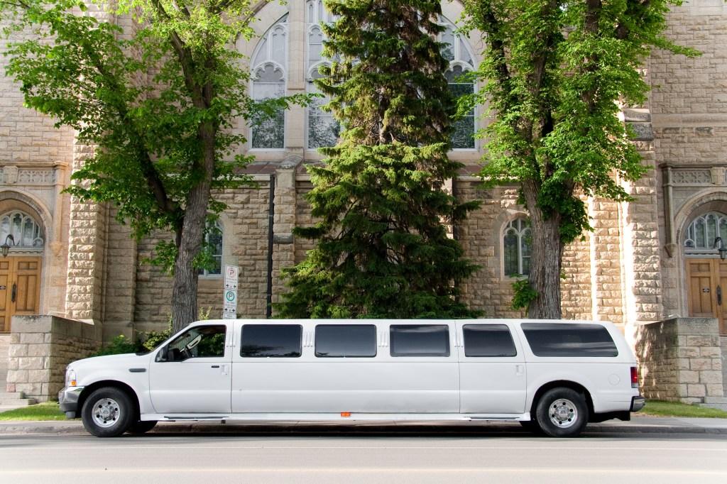 Best Saskatoon Wedding Limousines