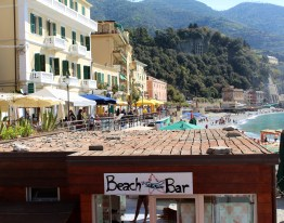 There were many little restaurants and bars at beach level in the towns.