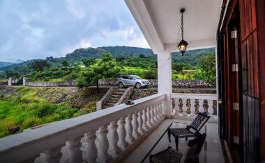 Lonavala-Colonial Villa 19