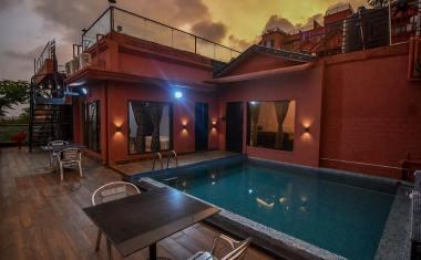 Luxury-Pool-And-Deck-Villa-15