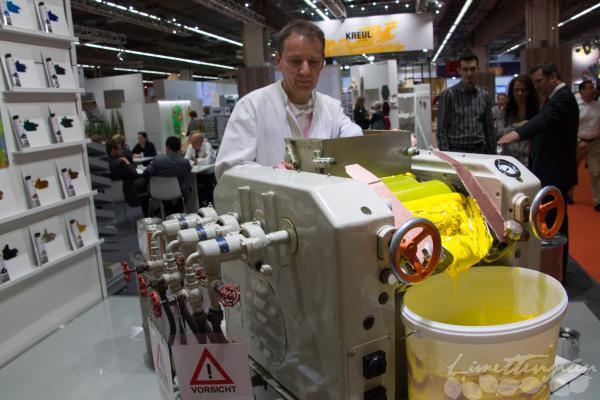 Und am Stand von Kreul durfte man auch noch die Öl-Farb-Maschine bewundern...