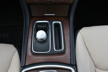2015 Chrysler 300C 12