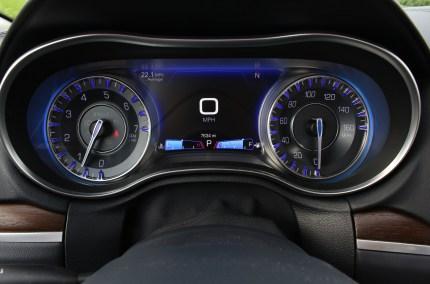 2015 Chrysler 300C 13