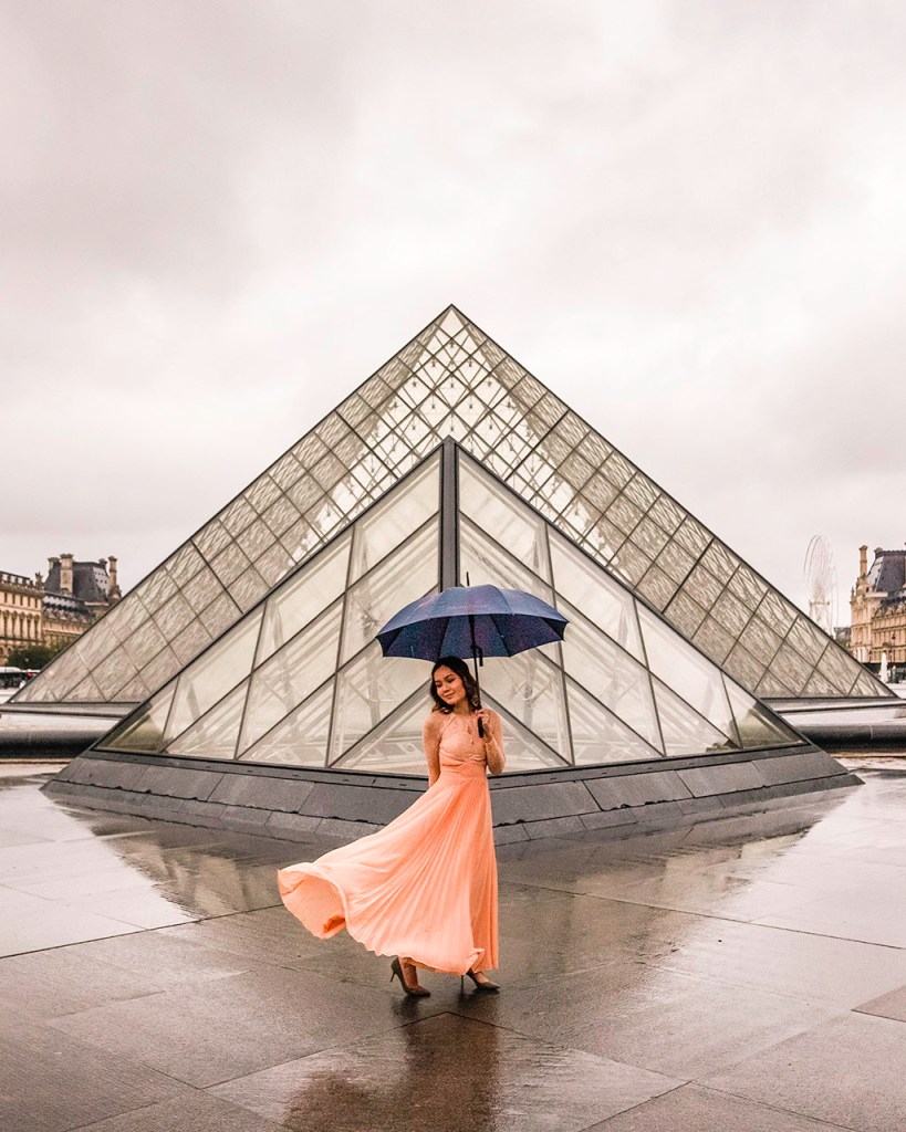 Photoshoot at the Louvre pyramid under the rain, Paris