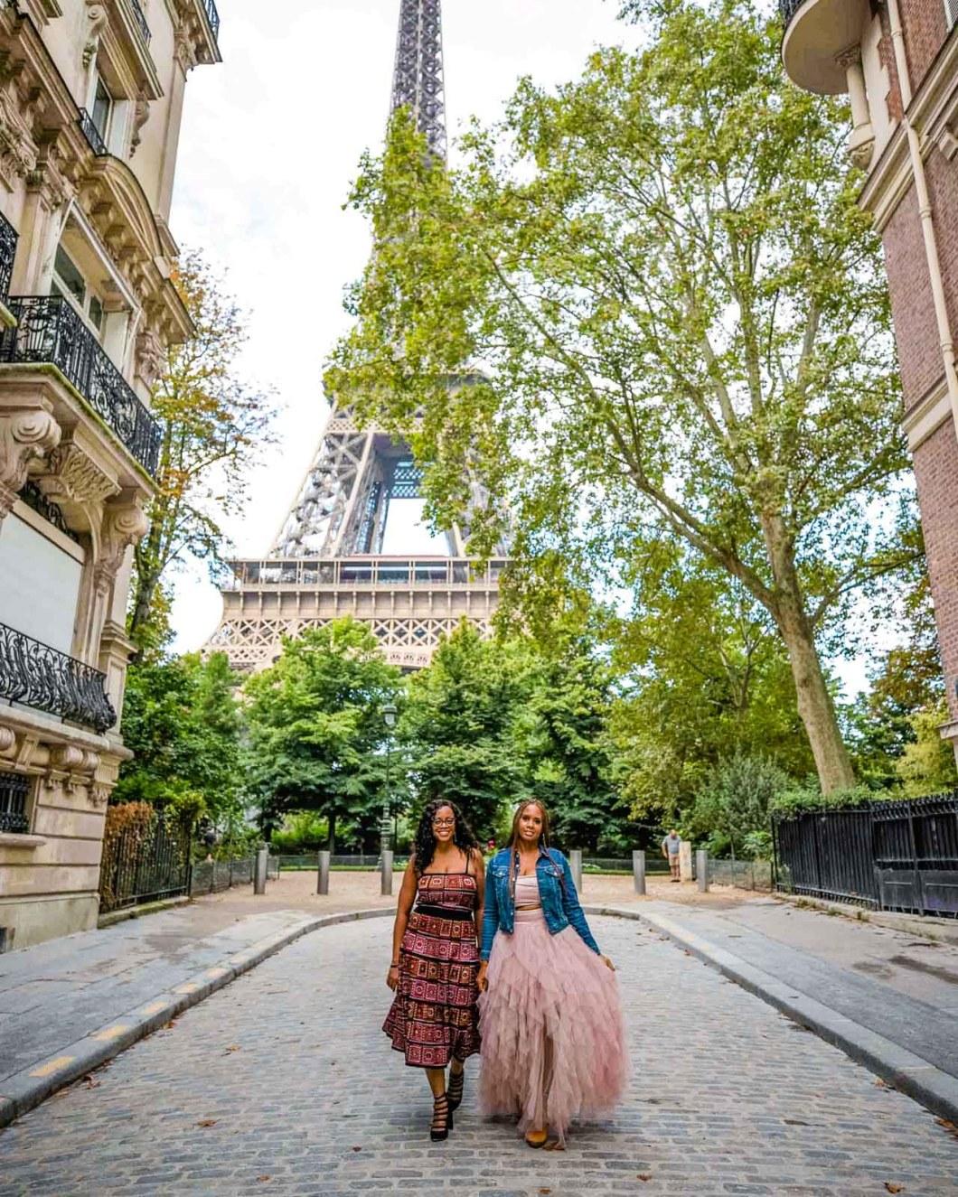 Photoshoot in Rue de l'Université with the Eiffel Tower
