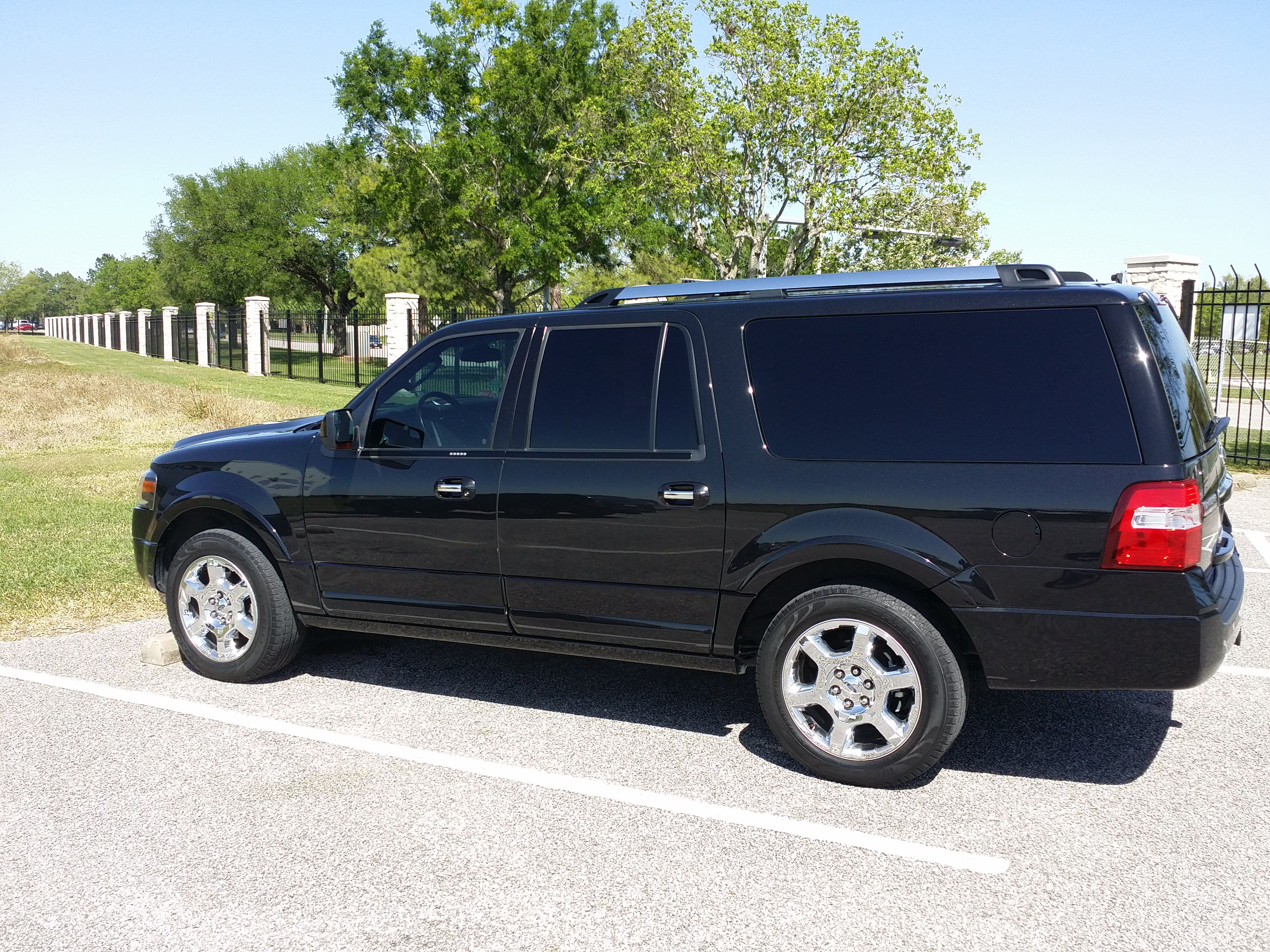 Houston SUV Transportation Royal Limo and Town Car