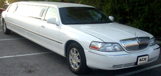 Orange County Lincoln town car limousine & LA town car limo