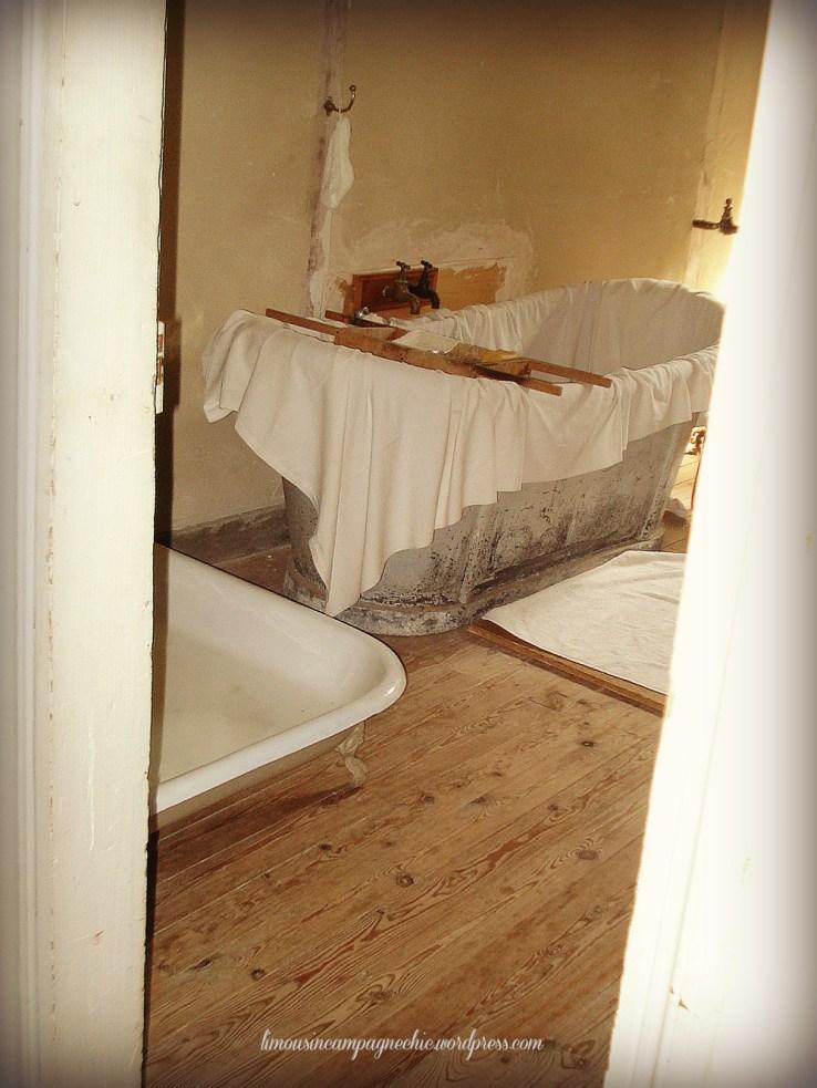 Cottage chic bathroom